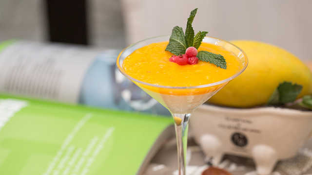 芒果和酸奶组成的甜品,简单又美味