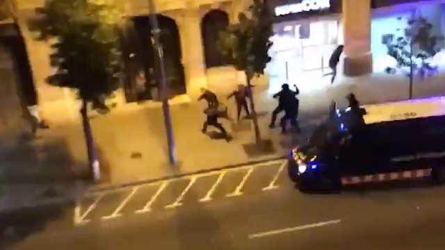 巴塞罗那爆发街头抗议,警民生冲突