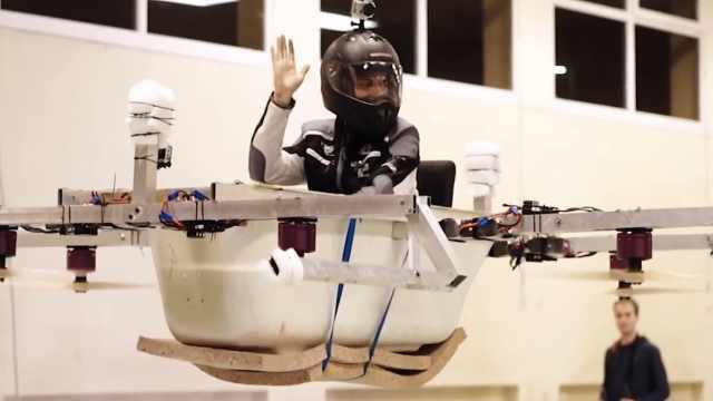德国牛人把浴缸改装成载人小飞机!