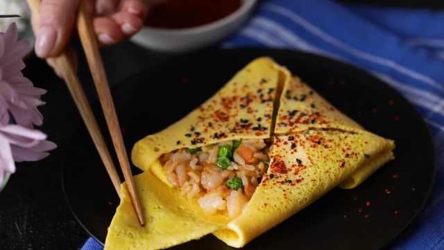 早餐食谱:虾仁炒饭蛋卷