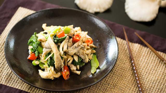 鸡丝蘑菇炒青菜,荤素搭配营养美味