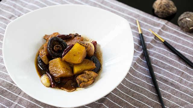 來一份土豆香菇燒雞腿犒勞自己