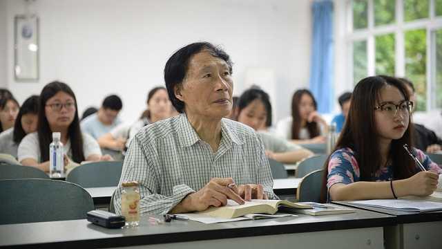 八旬老人旁听大学古汉语,自行出书