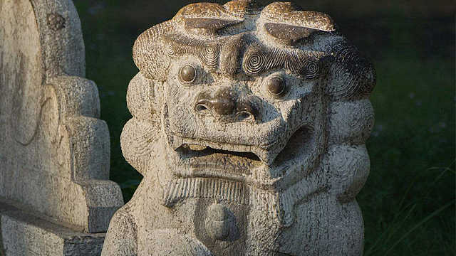 为啥中国建筑前总有石狮子?