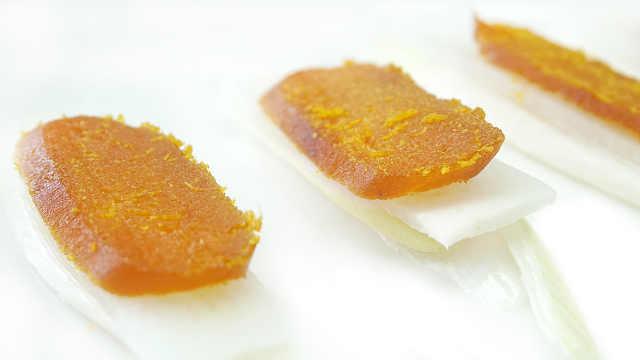 烤得好的乌鱼子像咸鸭蛋蛋黄