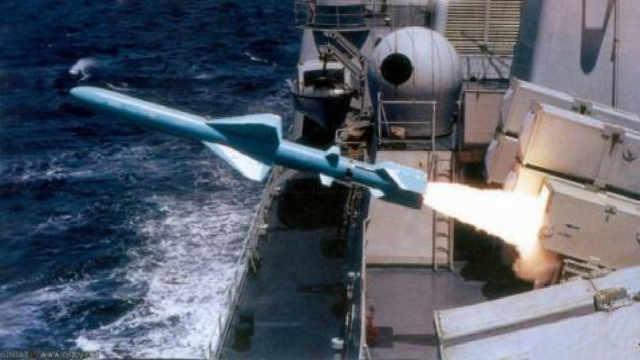 为什么导弹很难打到跑得慢的航母?
