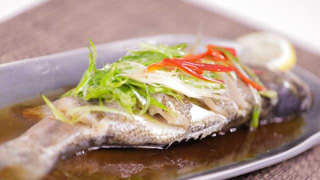 粤式清蒸鲈鱼,美味有营养