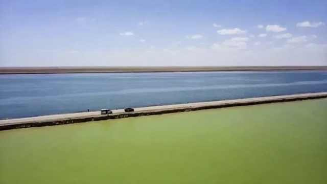 你见过这样的双色盐湖吗?