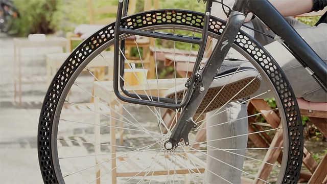 摆脱漏气!这款自行车轮胎不用充气