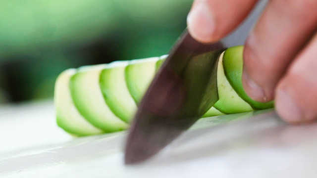 这道用水果做成的菜美得像个艺术品