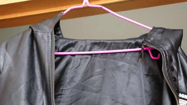 小妙招解决衣服从衣架滑落的问题