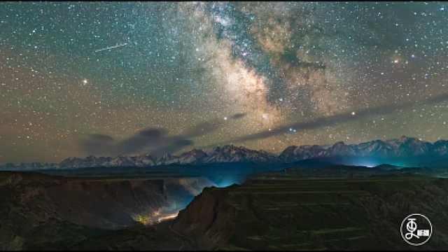 震撼航拍!新疆大峡谷美若油彩画
