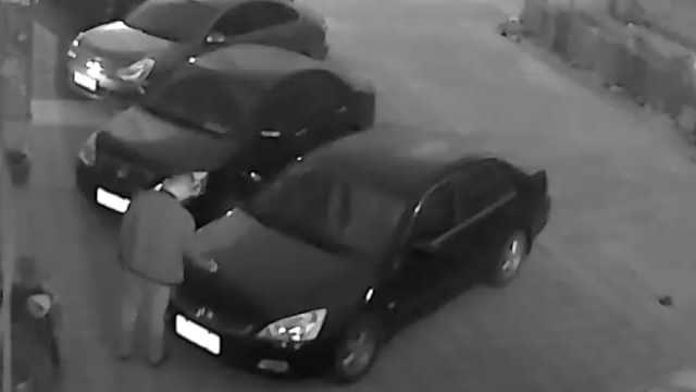 抢不过车位,男子疯狂划车泄愤被抓
