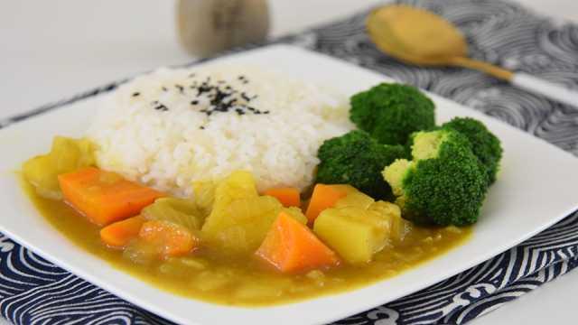 咖喱浓汁拌上香喷的米饭健康又美味
