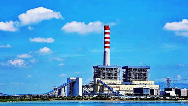 中国发电厂点亮巴厘岛夜晚