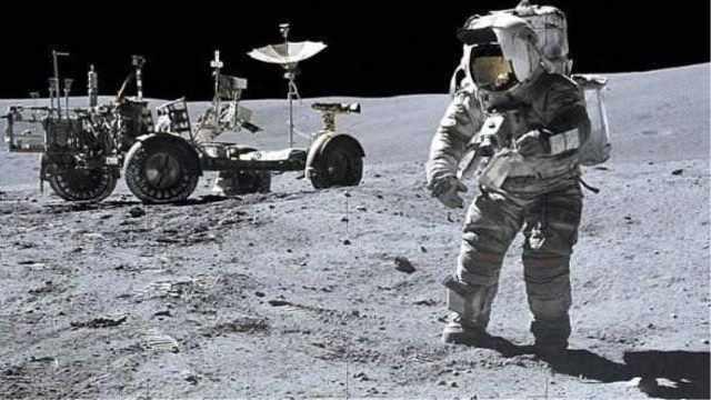 假如宇航员在月球撒尿会发生什么?
