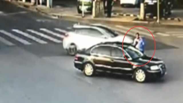 惯犯横穿十字路口,被民警一眼认出