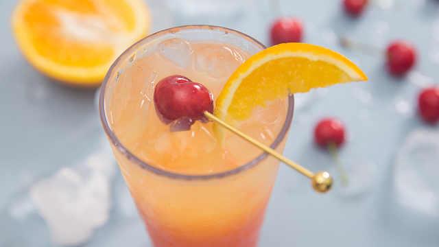 一杯层次分明的水果宾治送给你!