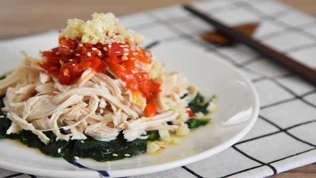 鸡丝拌菠菜清爽开胃,夏天吃最合适