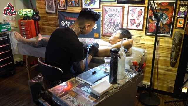 纹身师阿奇:我有酒,你有故事吗?