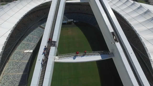 世界最高!88米高空荡绳你敢玩吗