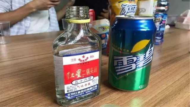 汽水加白酒,喝下去会发生什么?