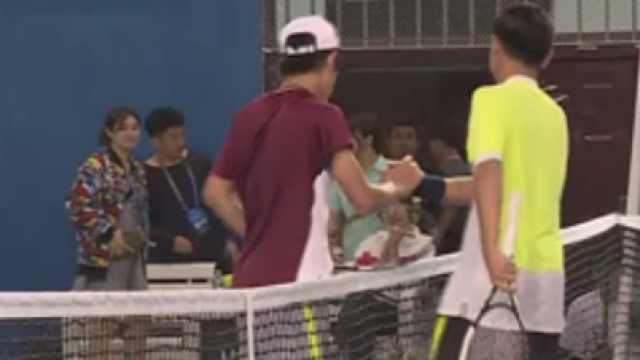 双胞胎争网球冠军,弟:以为哥会让我