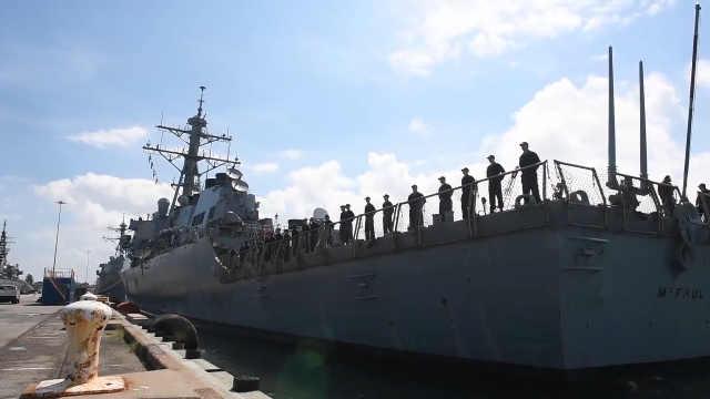 美军舰艇驶离海军基地躲避飓风