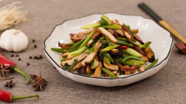 好吃的腊肉炒蒜苗荤素搭配营养美味