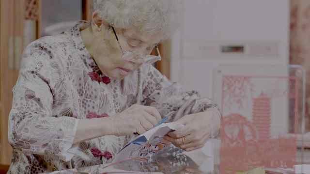 这位92岁的老奶奶,剪了一辈子剪纸