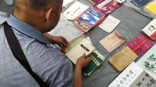 7旬老人开书店20年,每天坚持淘书