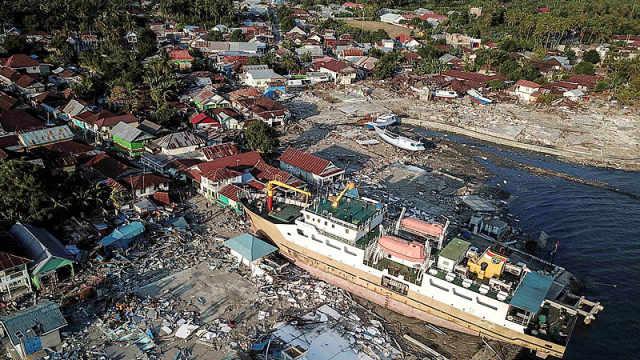 房屋被撕成碎片!航拍印尼海啸灾区