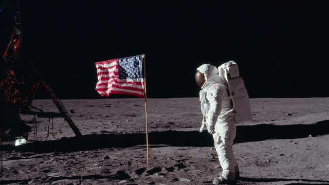 人类在月球上到底丢了多少垃圾?