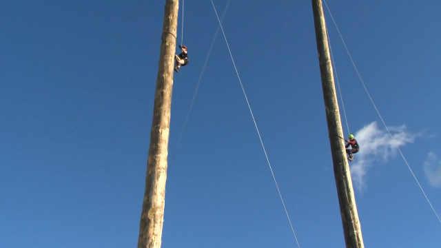 世界爬杆锦标赛:胜者12秒内爬25米