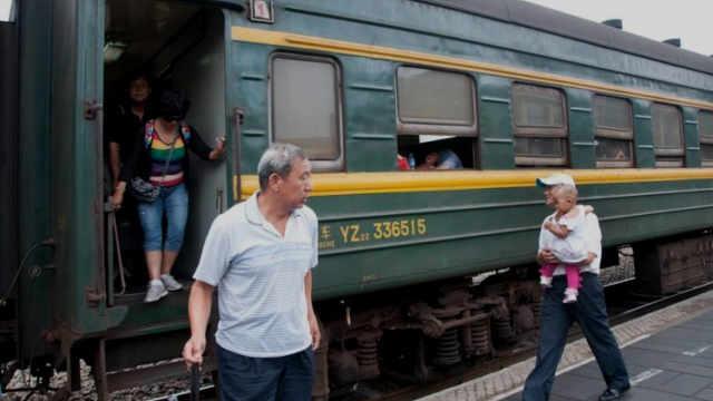高铁那么快却还有人要坐绿皮火车?