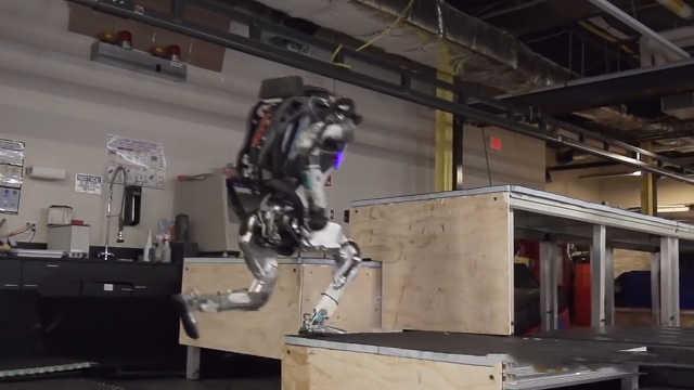 机器人凌空三连跳,太厉害了!