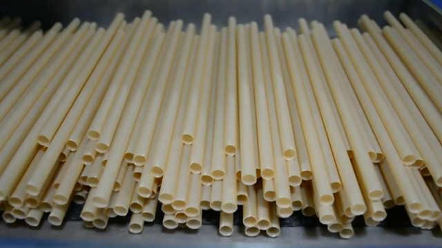 台湾创业公司发明甘蔗纤维环保吸管