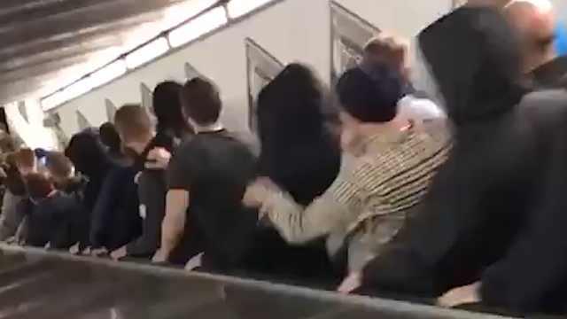 罗马地铁扶梯突发故障造成多人受伤