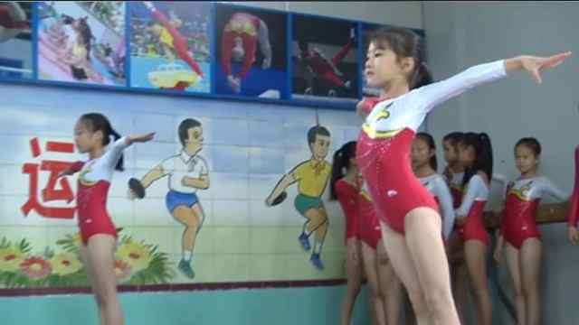 山里女娃5岁学体操:想当奥运冠军
