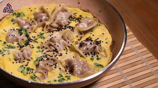 网红美食:煎饺抱蛋