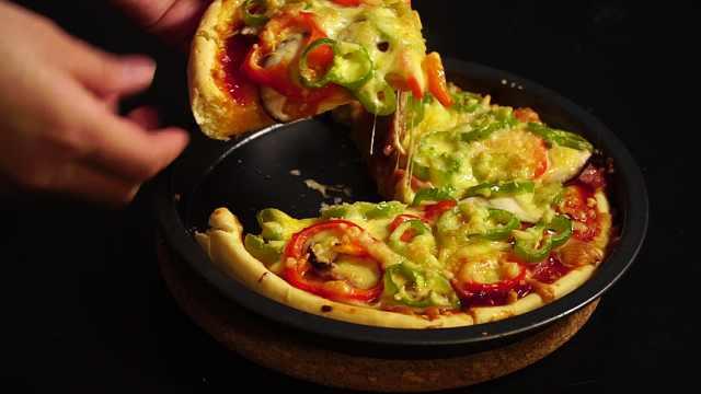 自制披萨,料足能拉丝