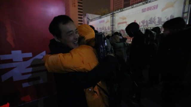 美术生凌晨4点赴艺考,老师挨个拥抱