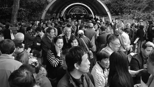 老外误入中国相亲角:这是交易市场
