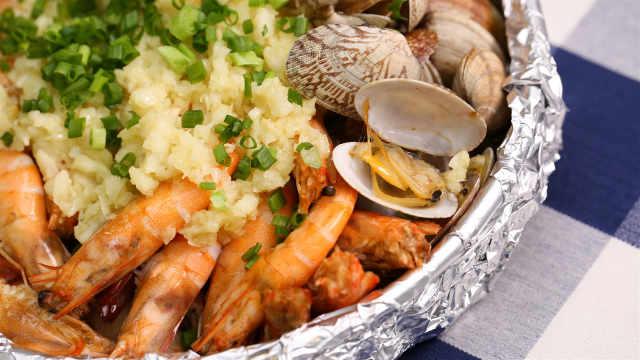 一起把这蒜蓉金针菇烤花蛤虾吃光!