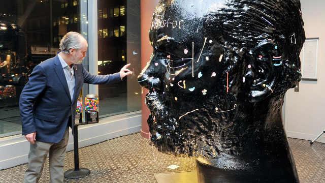 加拿大奇葩雕塑,让人往上吐口香糖