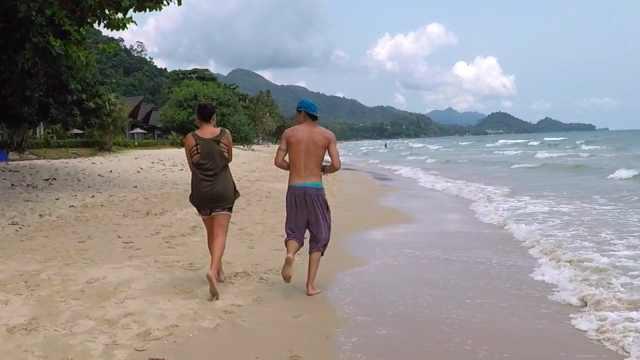在象岛海滩遇到小螃蟹,看美丽海景