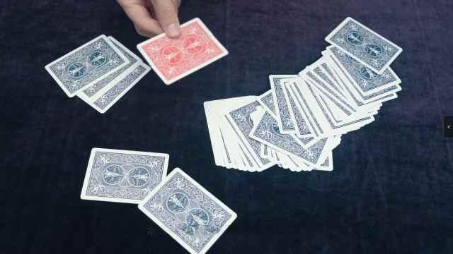扑克牌晃一下,颜色就变了?