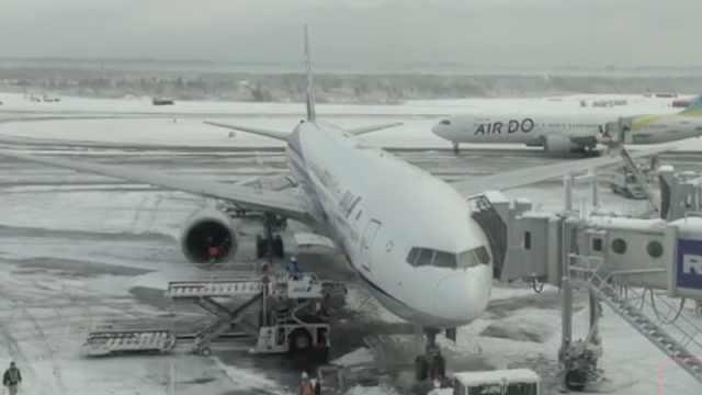 北海道突降大雪,两千旅客机场过夜