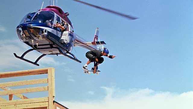 跳过直升机,飞过长城的滑板传奇!