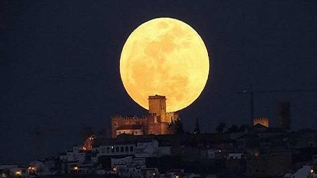 新年的第一个超级月亮